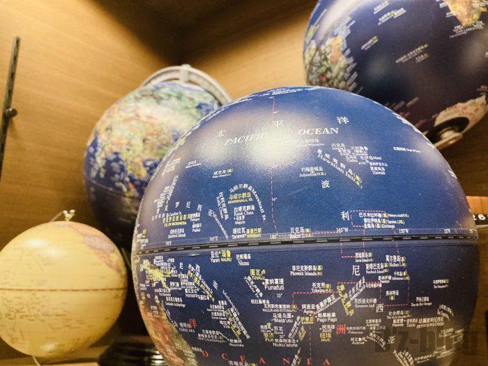 杭州TSUTAYA書店地下一階フロア地球儀