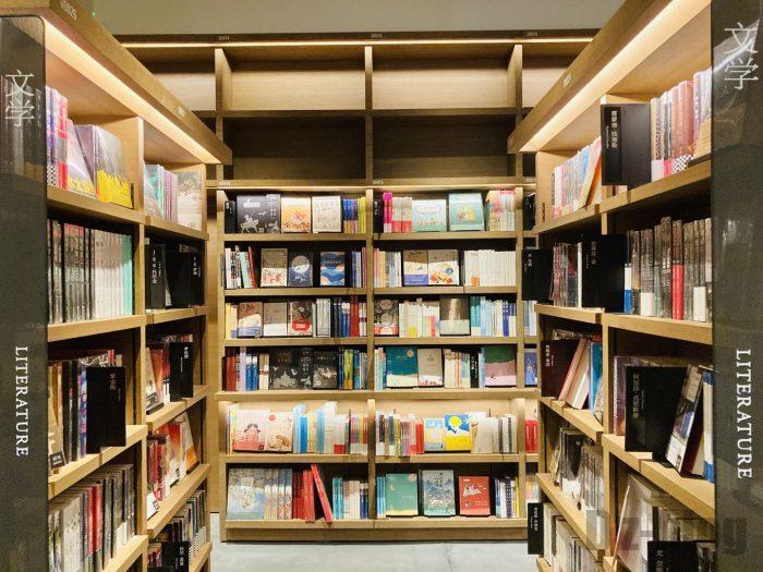 杭州TSUTAYA書店地下一階フロア文学本エリア