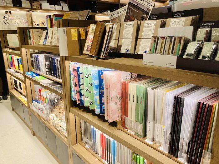 杭州TSUTAYA書店地下一階フロア文房具ファイル