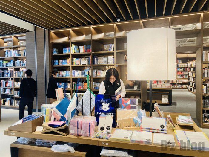 杭州TSUTAYA書店地下一階フロア文房具陳列