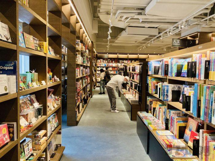 杭州TSUTAYA書店地下一階フロア日本本陳列