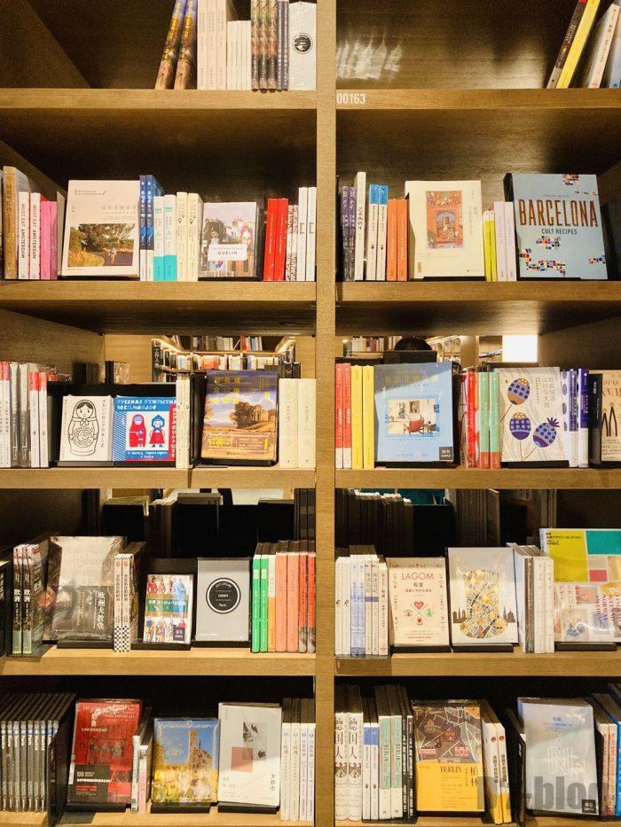 杭州TSUTAYA書店地下一階フロア本棚②