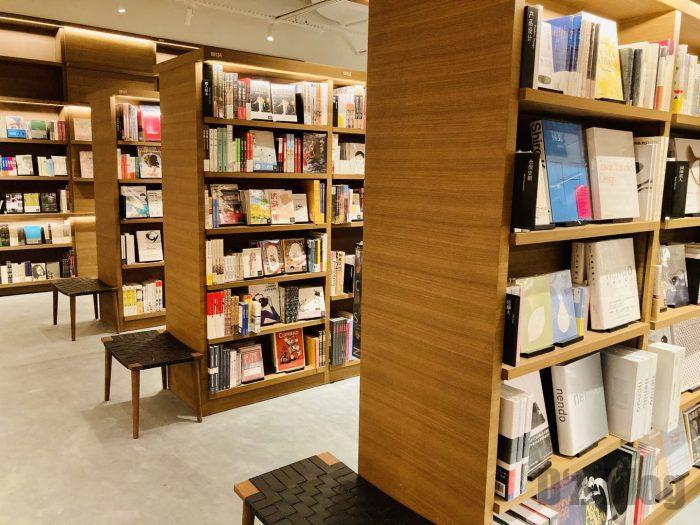 杭州TSUTAYA書店地下一階フロア本棚③