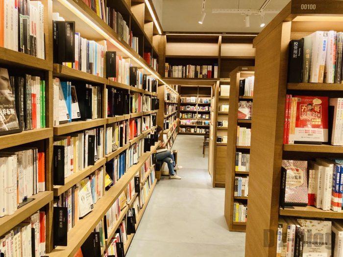 杭州TSUTAYA書店地下一階フロア本棚④