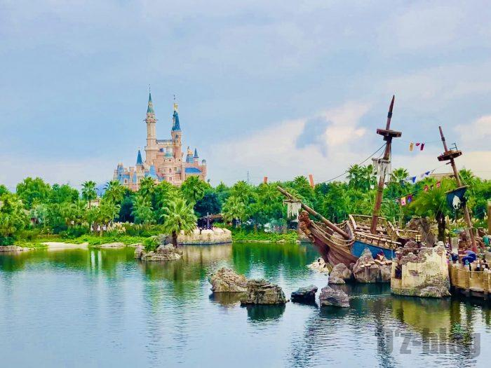 上海ディズニーランド海賊船とシンデレラ城