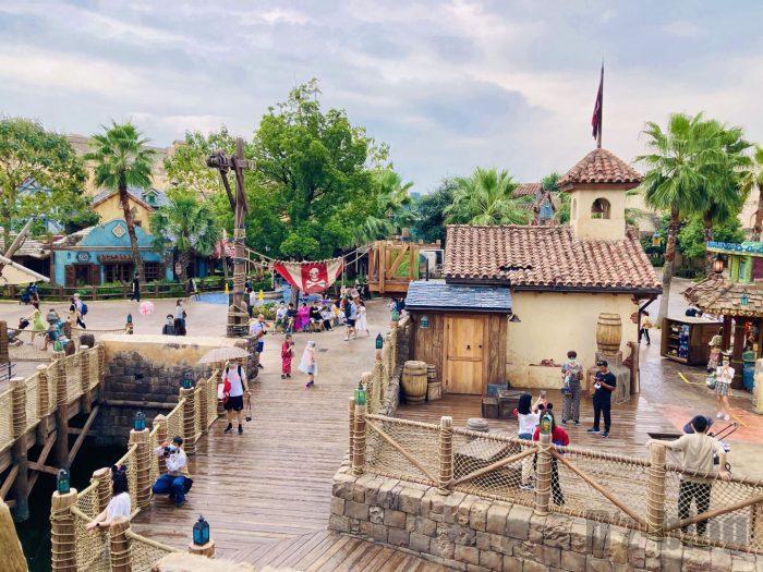 上海ディズニーランド海賊船から見る景色