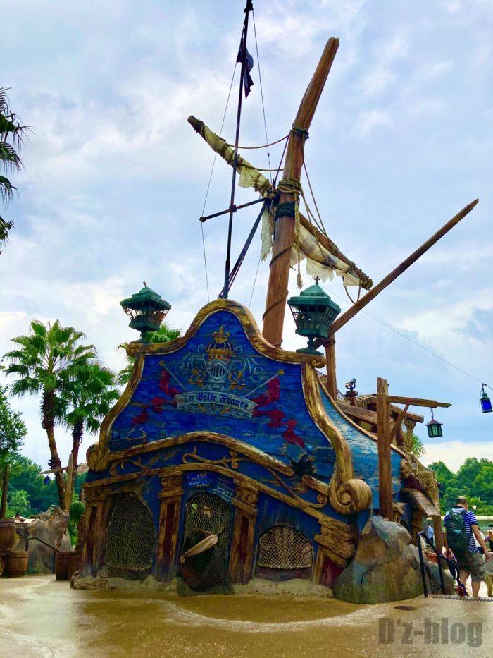 上海ディズニーランド海賊船外観一部