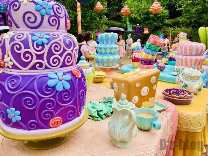 上海ディズニーランドアリスの迷路内茶会テーブル