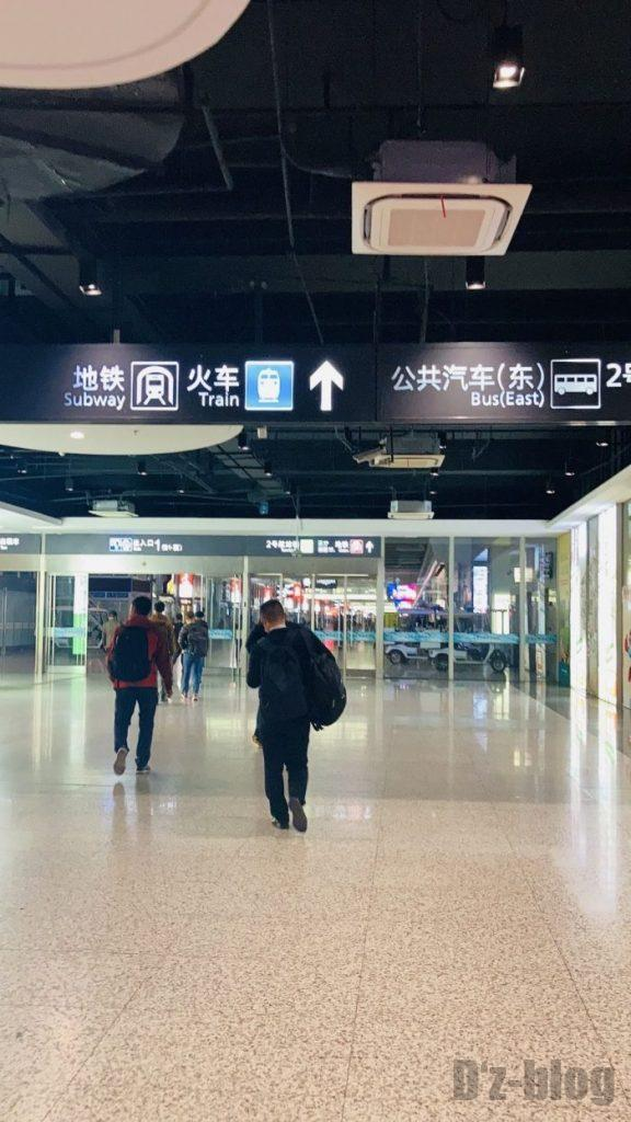 上海高鉄乗り方高鉄乗り場へ向かう