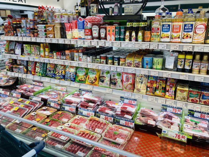 上海新快 肉と調味料コーナー