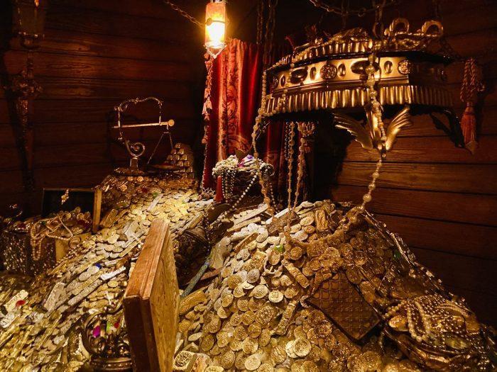 上海ディズニーランド海賊船内財宝