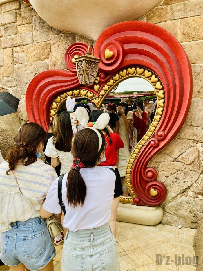 上海ディズニーランド女王の庭鏡