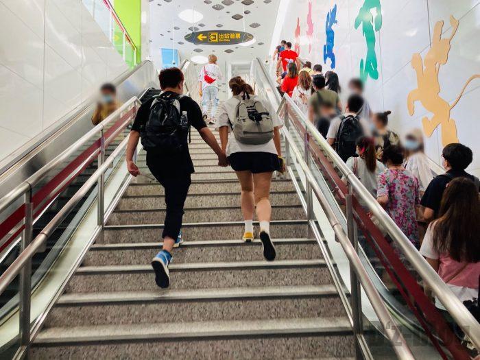 上海ディズニーランド駅階段