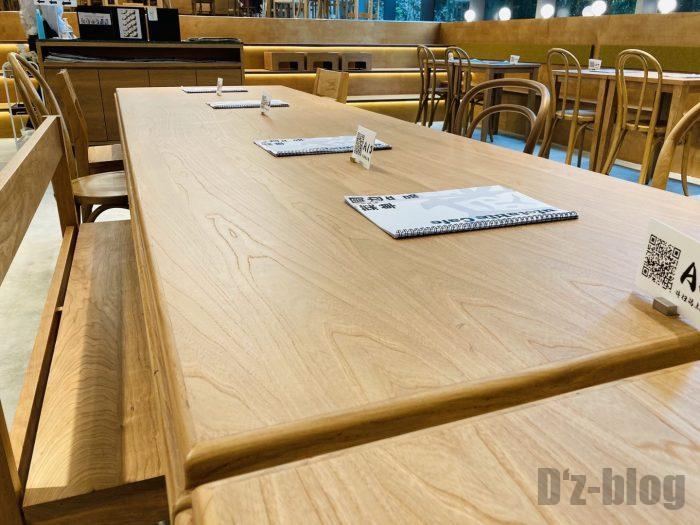 鬼滅の刃カフェ店内テーブル