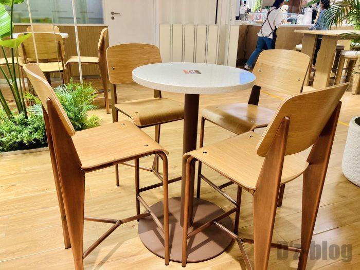 上海森ビル地下二階テーブル席①