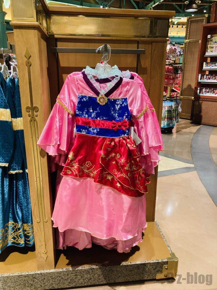 上海ディズニータウン土産屋店内㊵