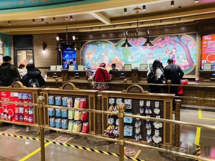 上海ディズニータウン土産屋店内101