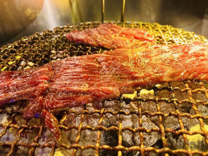 上海焼肉ひこぞう焼く光景②