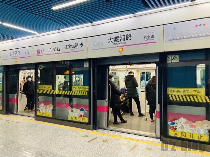上海地下鉄13号線大渡河路駅