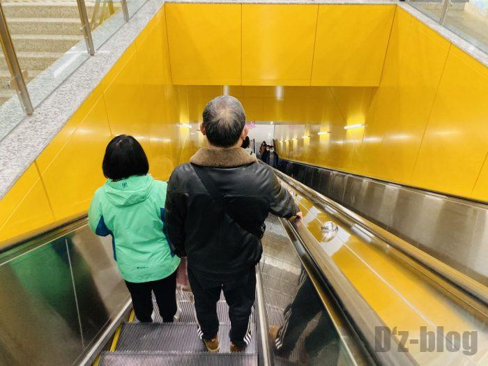 上海地下鉄15号線大渡河路駅乗り換えエスカレーター