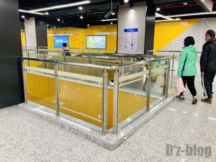 上海地下鉄15号線大渡河路駅乗り換えエスカレーター1