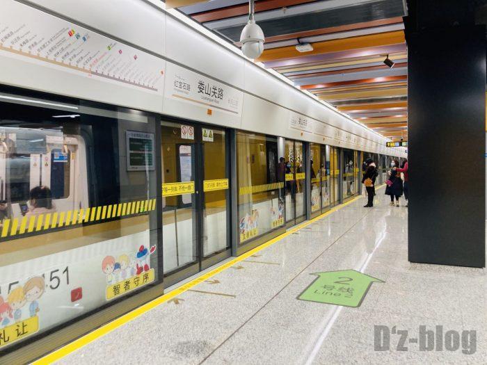 上海地下鉄15号線娄山关路駅ホーム