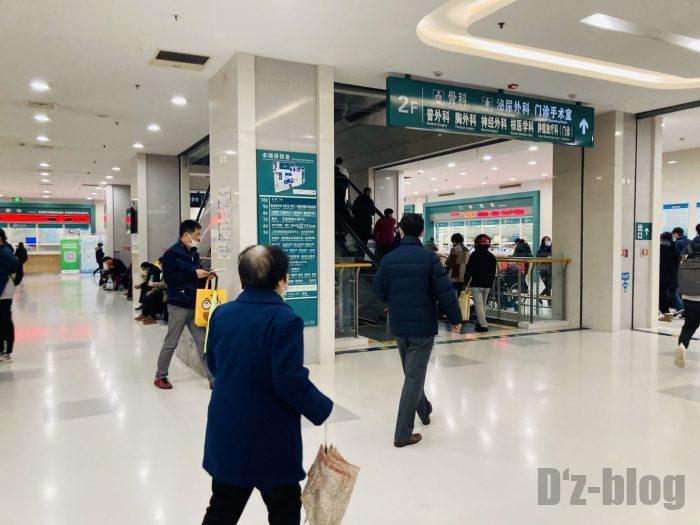 上海市第六人民医院内エスカレーター