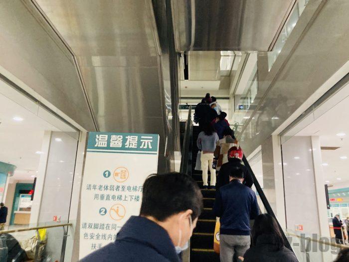 上海市第六人民医院内エスカレーター2