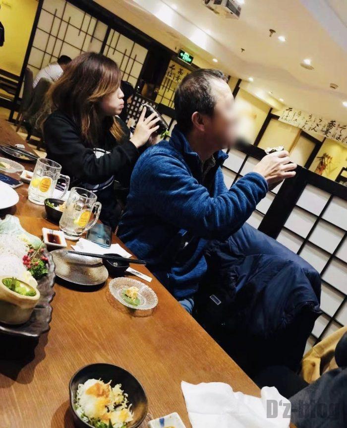 上海紋兵衛本店恵方巻食べてる姿