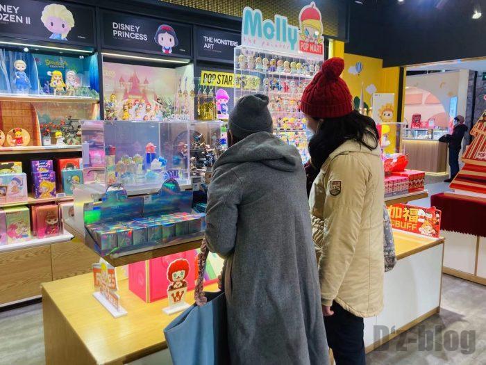 上海POPMART店内③