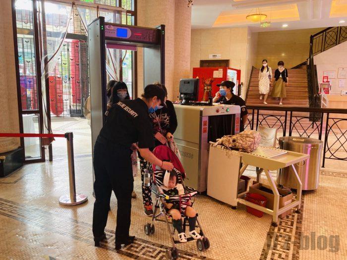 上海大世界荷物検査